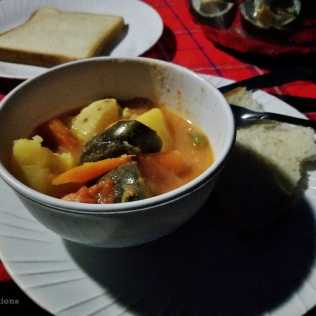 Vegetable soup with toast